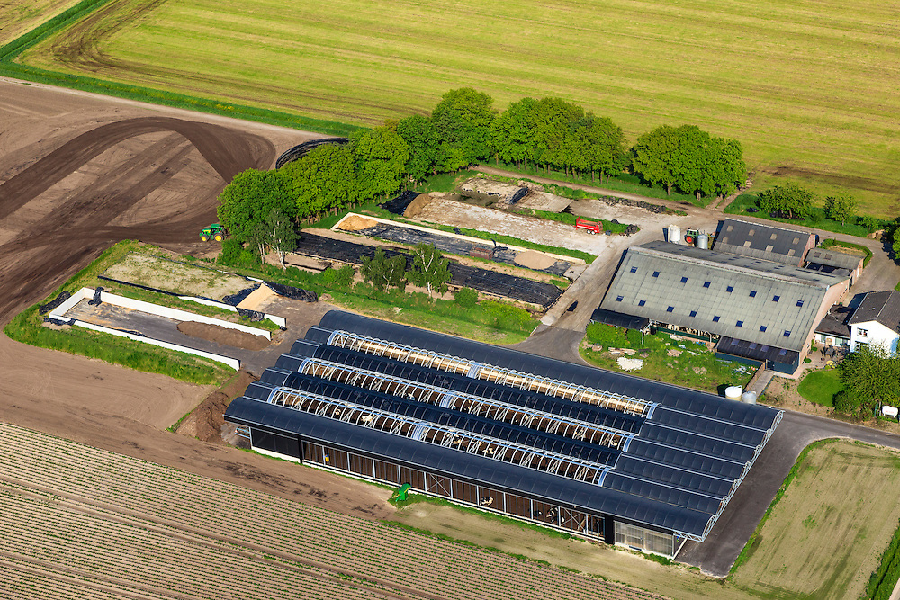 Nederland, Noord-Brabant, Gemeente Liessel, 27-05-2013; Heibloem, Boerderijweg.<br /> Megastal voor koeien.<br /> Mega Stable for cows.<br /> luchtfoto (toeslag op standard tarieven)<br /> aerial photo (additional fee required)<br /> copyright foto/photo Siebe Swart