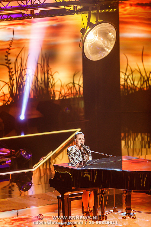 NLD/Hilversum/20151218 - The Voice of Holland 2015 - 3de liveshow, Maan de Steenwinkel