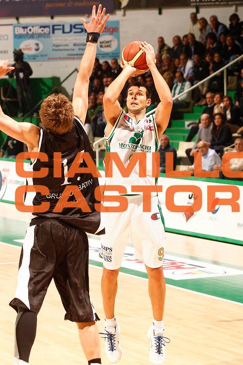 DESCRIZIONE  Siena  Lega A 2010-2011 Supercoppa Italiana Montepaschi Siena Canadian Solar Bologna<br /><br />GIOCATORE :  Marco Carraretto<br /><br />SQUADRA : Montepaschi Siena<br /><br />EVENTO : :  Supercoppa Italiana 2010<br /><br /><br />GARA : Montepaschi Siena Canadian Solar Bologna<br /><br />DATA : 10/10/2010<br /><br />CATEGORIA : Ritratto<br /><br />SPORT : Pallacanestro<br /><br />AUTORE : Agenzia Ciamillo-Castoria/P.Lazzeroni<br /><br />GALLERIA : Lega Basket A 2010-2011<br /><br />FOTONOTIZIA : Siena  Lega A 2010-2011 Supercoppa Italiana Montepaschi Siena Canadian Solar  Bologna<br /><br />PREDEFINITA :