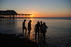 © Licensed to London News Pictures. Aberystwyth Wales UK, Wednesday 10 October 2018<br /> <br /> UK Weather: People enjoying a glorious, and unusually warm,  autumn evening at the seaside in Aberystwyth on the west wales coast, after a day of exceptionally warm sunshine for much of the UK, with temperatures reaching the 20's celsius. The weather is set to change dramatically on Friday and Saturday however, with a band of torrential rain bringing the risk of flooding to much of Wales and North West  England<br /> Photo  credit: Keith Morris / LNP