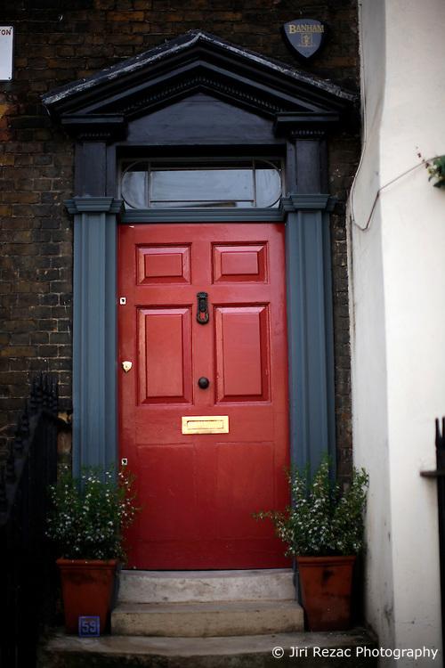UK ENGLAND LONDON 1MAY12 - Entrance door on Cross Street in Islington, North London. ...jre/Photo by Jiri Rezac....© Jiri Rezac 2012