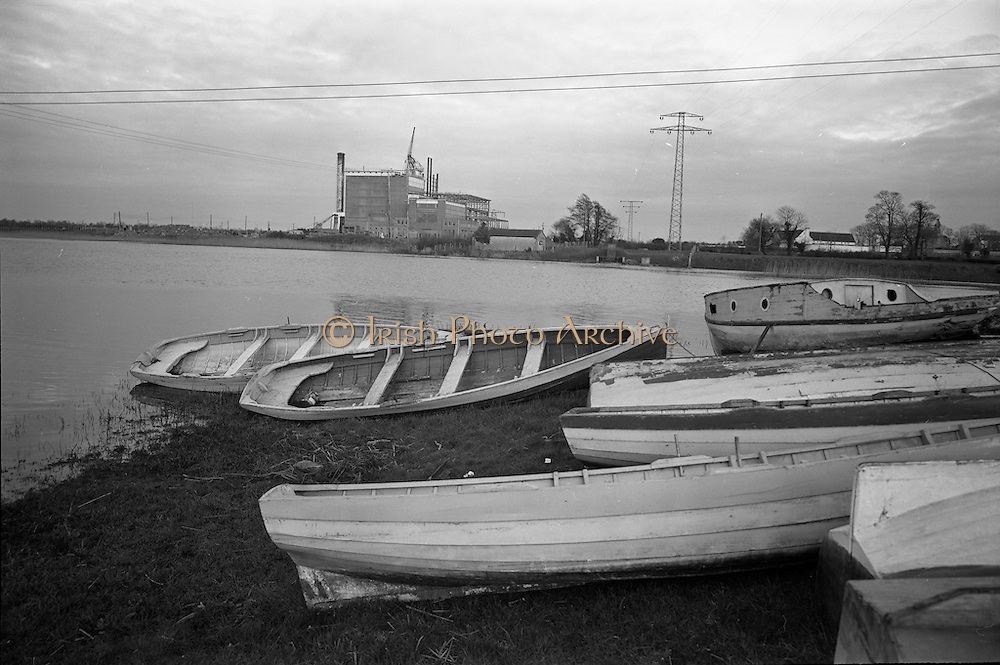 06-10/04/1964.04/06-10/1964.06-10 April 1964.Views on the River Shannon. The ESB power station at Lanesboro. Local ladies hoped that the warm water discharge into the river might be used for warm bathing! Co. Longford.