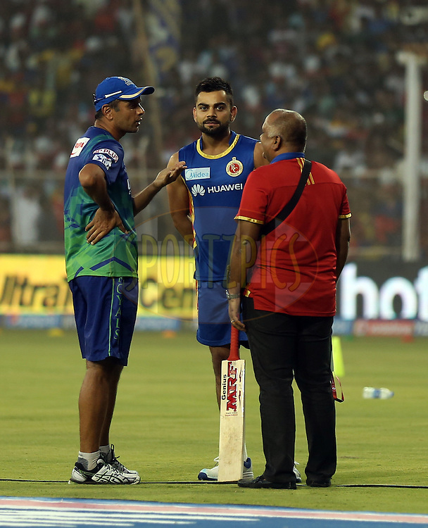 Rahul Dravid mentor of Rajasthan Royals and Royal Challengers Bangalore captain Virat Kohli during match 22 of the Pepsi IPL 2015 (Indian Premier League) between The Rajasthan Royals and The Royal Challengers Bangalore held at the Sardar Patel Stadium in Ahmedabad , India on the 24th April 2015.<br /> <br /> Photo by:  Sandeep Shetty / SPORTZPICS / IPL