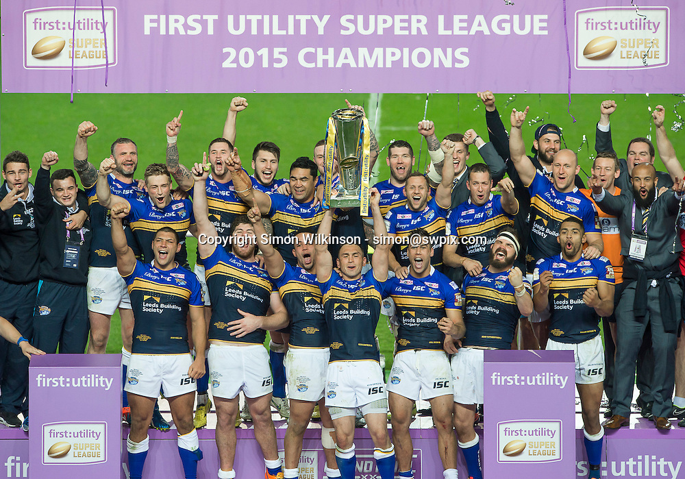 Picture by Allan McKenzie/SWpix.com - 10/10/2015 - Rugby League - First Utility Super League Grand Final - Leeds Rhinos v Wigan Warriors - Old Trafford, Manchester, England - Leeds Rhinos' Kevin Sinfield raises the First Utility Super League trophy after victory over Wigan Warriors.