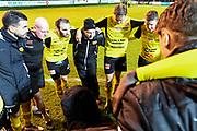 LJUNGSKILE SVERIGE - 2017-11-04: Mj&auml;llby AIF pratar med varandra efter matchen under kvalmatchen till Superettan mellan Ljungskile SK och Mj&auml;llby AIF p&aring; Skarsj&ouml;vallen den 4 november i Ljungskile, Sverige.<br /> Foto: Jonas Gustafsson/Ombrello<br /> ***BETALBILD***