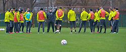 09.11.2010, Platz 5, Bremen, GER, Training Werder Bremen, im Bild  Besprechung auf dem Platz mi Thomas Schaaf ( Werder  - Trainer  COACH)   EXPA Pictures © 2010, PhotoCredit: EXPA/ nph/  Kokenge+++++ ATTENTION - OUT OF GER +++++