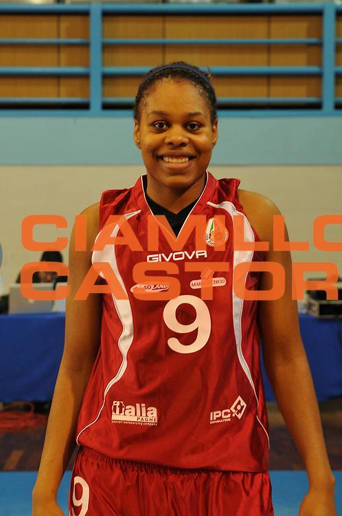 DESCRIZIONE : Napoli Palavesuvio LBF Opening Day Napoli Basket Vomero<br /> GIOCATORE : Eziaku Joyce Ekworomadu<br /> SQUADRA : Napoli Basket Vomero<br /> EVENTO : Campionato Lega Basket Femminile A1 2009-2010<br /> GARA : Napoli Basket Vomero<br /> DATA : 10/10/2009 <br /> CATEGORIA : ritratto<br /> SPORT : Pallacanestro <br /> AUTORE : Agenzia Ciamillo-Castoria/E.Castoria<br /> Galleria : Lega Basket Femminile 2009-2010<br /> Fotonotizia : Napoli Palavesuvio LBF Opening Day Napoli Basket Vomero<br /> Predefinita :