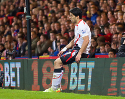 05.05.2014, Selhurst Park, London, ENG, Premier League, Crystal Palace vs FC Liverpool, 37. Runde, im Bild Liverpool's Luis Suarez looks dejected after missing a chance against Crystal Palace // during the English Premier League 37th round match between Crystal Palace and Liverpool FC at the Selhurst Park in London, Great Britain on 2014/05/05. EXPA Pictures &copy; 2014, PhotoCredit: EXPA/ Propagandaphoto/ David Rawcliffe<br /> <br /> *****ATTENTION - OUT of ENG, GBR*****