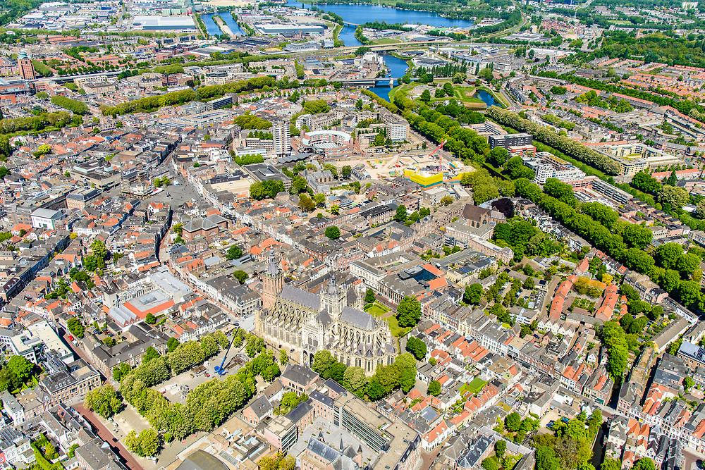 Nederland, Noord-Brabant, Den Bosch, 13-05-2019; binnenstad van 's-Hertogenbosch met Sint-Janskathedraal, formeel De Kathedrale Basiliek van Sint Jan Evangelist. Parade, Hinthamerstraat, Zuid-Willemsvaart.<br /> City center of 's-Hertogenbosch with St. John's Cathedral.<br /> <br /> luchtfoto (toeslag op standard tarieven);<br /> aerial photo (additional fee required);<br /> copyright foto/photo Siebe Swart