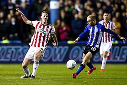 Kieran Dowell of Sheffield United takes on Barry Bannan of Sheffield Wednesday - Mandatory by-line: Robbie Stephenson/JMP - 04/03/2019 - FOOTBALL - Hillsborough - Sheffield, England - Sheffield Wednesday v Sheffield United - Sky Bet Championship