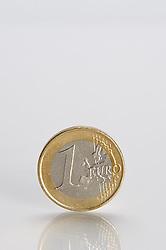 THEMENBILD - Euromuenze. Eine 1 Euro Muenze. Aufgenommen am 16/11/2011 in Knittelfeld. EXPA Pictures © 2011, PhotoCredit: EXPA/ S. Zangrando