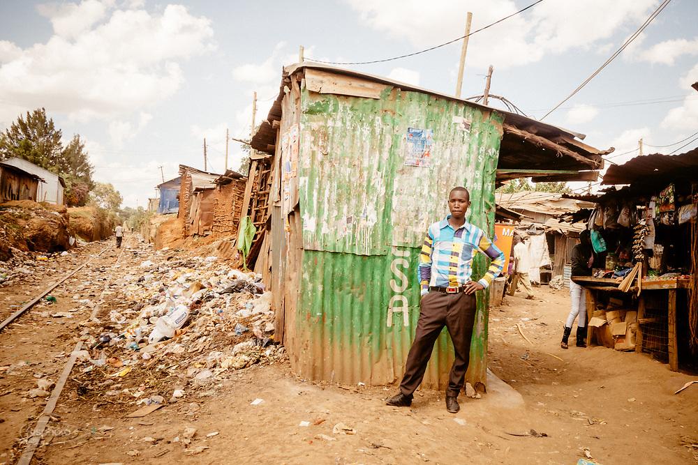 Kenia 2017: Kibera, al bivio con la ferrovia.