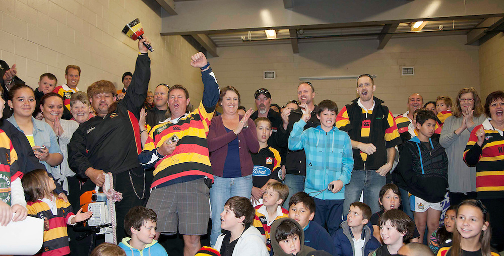 Waikato fans welcome the Ranfurly Shield after it was won off Taranaki, Waikato Stadium, Hamilton, New Zealand, Thursday , October 04, 2012. Credit:SNPA / Dion Mellow