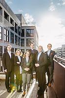 Die Mitglieder des Teams der Innovestment posieren für Portraits während eines Fotoshoots für die Unternehmenskommunikation.