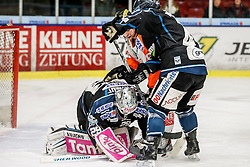 30.01.2015, Eisstadion Liebenau, Graz, AUT, EBEL, Moser Medical Graz 99ers vs EHC LIWEST Linz, 43. Runde, im Bild Michael Ouzas (EHC LIWEST Linz), Marek Zagrapan (Moser Medical Graz 99ers) und Curtis Murphy (EHC LIWEST Linz) // Michael Ouzas (EHC LIWEST Linz), Marek Zagrapan (Moser Medical Graz 99ers) and Curtis Murphy (EHC LIWEST Linz) during the Erste Bank Icehockey League 43rd Round match between Moser Medical Graz 99ers and EHC Liwest Linz at the Ice Stadium Liebenau, Graz, Austria on 2015/01/30, EXPA Pictures © 2015, PhotoCredit: EXPA/ Erwin Scheriau