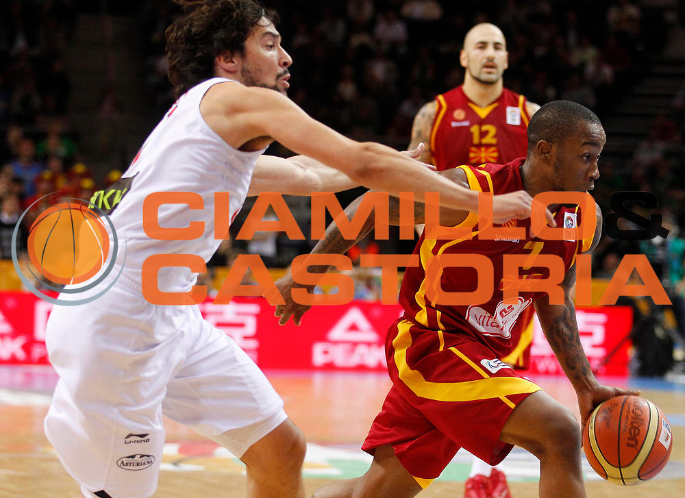 DESCRIZIONE : Kaunas Lithuania Lituania Eurobasket Men 2011 Semifinali Semi Final Round Spagna Macedonia Spain F.Y.R. of Macedonia<br /> GIOCATORE : Bo Mc Calebb<br /> SQUADRA : Macedonia F.Y.R. of Macedonia<br /> EVENTO : Eurobasket Men 2011<br /> GARA : Spagna Macedonia Spain F.Y.R. of Macedonia<br /> DATA : 16/09/2011 <br /> CATEGORIA : palleggio<br /> SPORT : Pallacanestro <br /> AUTORE : Agenzia Ciamillo-Castoria/L.Kulbis<br /> Galleria : Eurobasket Men 2011 <br /> Fotonotizia : Kaunas Lithuania Lituania Eurobasket Men 2011 Semifinali Semi Final Round Spagna Macedonia Spain F.Y.R. of Macedonia<br /> Predefinita :