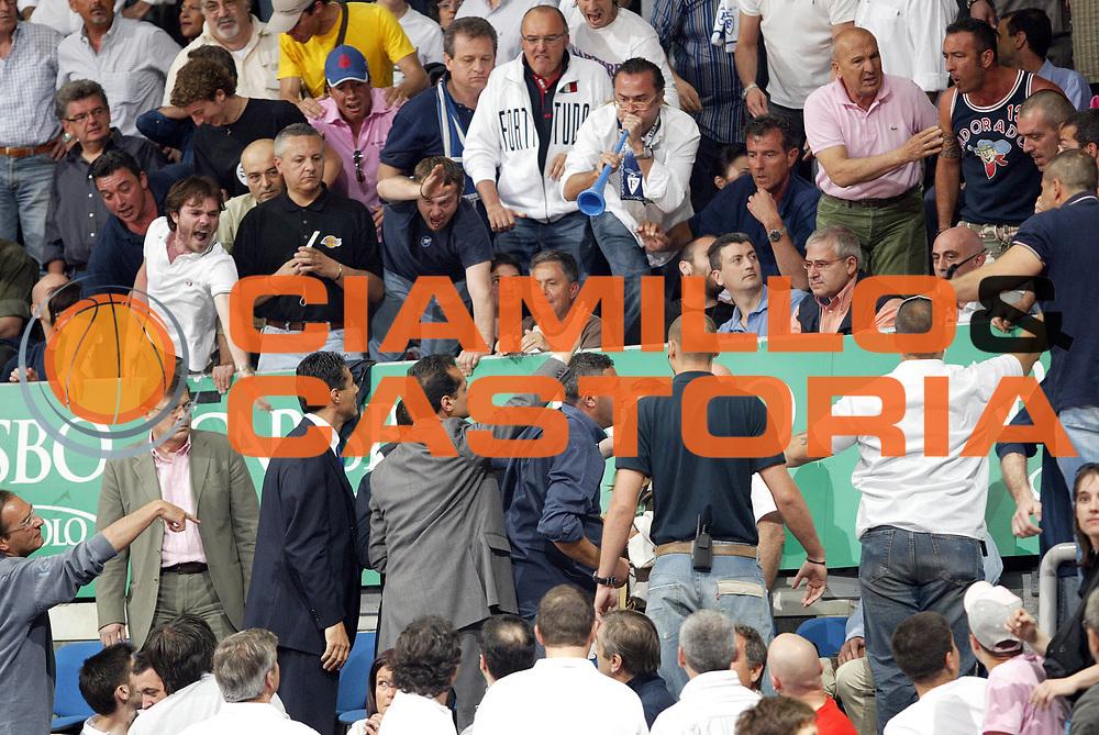 DESCRIZIONE : Bologna Lega A1 2005-06 Play Off Semifinale Gara 5 Climamio Fortitudo Bologna Carpisa Napoli <br /> GIOCATORE : Maione <br /> SQUADRA : Carpisa Napoli<br /> EVENTO : Campionato Lega A1 2005-2006 Play Off Semifinale Gara 5 <br /> GARA : Climamio Fortitudo Bologna Carpisa Napoli <br /> DATA : 11/06/2006 <br /> CATEGORIA :  <br /> SPORT : Pallacanestro <br /> AUTORE : Agenzia Ciamillo-Castoria/E.Pozzo