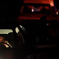 Calimaya, Mex.- Peritos de la procuraduria de justicia analizan en el kilometro 13+500 de la carretera Tenango Toluca a la altura de la desviación a Calimaya un vehiculo tipo pointer, donde fue ejecutado de varios disparos de pistola calibre .9mm esta madrugada un sujeto de 35 años de edad aprox., mismo que viajaba con dos mujeres que resultaron lesionadas y trasladadas por los servicios de emergencia a hospitales de Toluca. Agencia MVT / Mario Vazquez de la Torre. (DIGITAL)<br /> <br /> <br /> <br /> <br /> <br /> <br /> <br /> NO ARCHIVAR - NO ARCHIVE