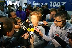A candidata ao governo do Estado do RS, Yeda Crusius chega a sede do PSDB, em Porto Alegreneste domingo 1 de outubro de 2006. FOTO: JEFFERSON BERNARDES/PREVIEW.COM