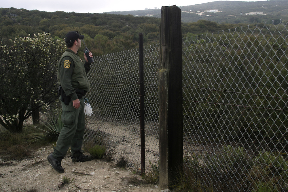A border patrol looking for group of undocumented immigrants that been watched by the minuteman members at the 21April 2006 next to Boulevard about 65 miles (104.6 km) east of downtown San Diego. At 21 April 2006