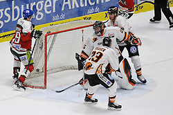 06.01.2015, Curt-Fenzel-Stadion, Augsburg, GER, DEL, Augsburger Panther vs Grizzly Adams Wolfsburg, 36. Runde, im Bild Spencer Machacek (Augsburger Panther) 19 links, erzielt den zweiten Augsburger Treffer, Torwart Sebastian Vogl (Grizzly Adams Wolfsburg) 25 hat keine Chance // during Germans DEL Icehockey League 36th round match between Augsburger Panther and Grizzly Adams Wolfsburg at the Curt-Fenzel-Stadion in Augsburg, Germany on 2015/01/06. EXPA Pictures © 2015, PhotoCredit: EXPA/ Eibner-Pressefoto/ Schreyer<br /> <br /> *****ATTENTION - OUT of GER*****