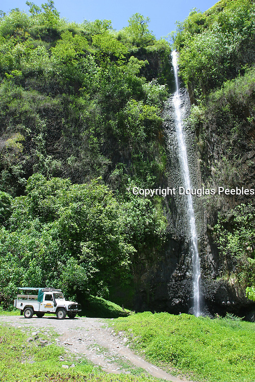Vaiharuru waterfall, trans island safari expedition, Papenoo Valley, Island of Tahiti, French Polynesia<br />