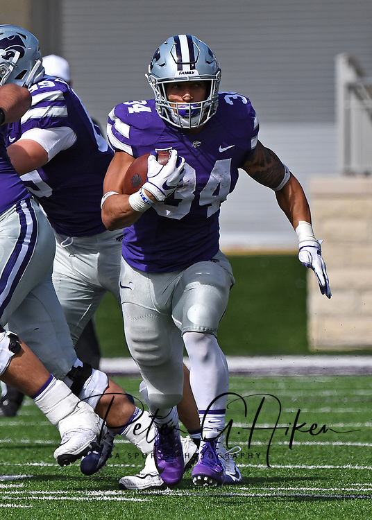 MANHATTAN, KS - OCTOBER 13:  Running back Alex Barnes #34 of the Kansas State Wildcats runs up field during the second half against the Oklahoma State Cowboys on October13, 2018 at Bill Snyder Family Stadium in Manhattan, Kansas.  (Photo by Peter G. Aiken/Getty Images) *** Local Caption *** Alex Barnes
