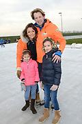 Leden van de koninklijke familie nemen deel aan de tweede editie van De Hollandse 100 op FlevOnice, een sportief evenement van fonds Lymph&Co ter ondersteuning van onderzoek naar lymfeklierkanker. <br /> <br /> Members of the royal family take part in the second edition of the Dutch 100 on FlevOnice, a sporting event Lymph & Co fund to support research into lymphoma.<br /> <br /> Op de foto / On the photo:  Prins Floris en Prinses Aimée met hun dochters Magali en Eliane
