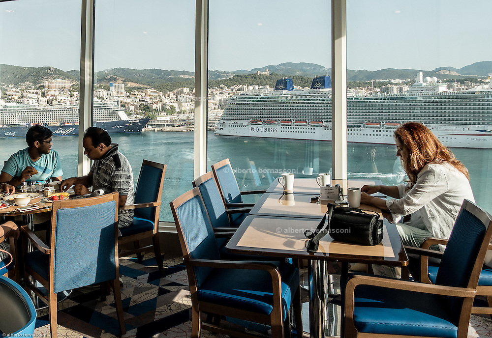 Royal Caribbean, Harmony of the Seas, the main buffet restaurant , serving breakfats , lunch and dinner