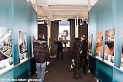 """Circuit « Architectures en lumière »  à la découverte de nouvelles architecture nouvelle, écoresponsable, recyclée ou reconvertie de Montréal en départ du CCA, lors de la """"nuit blanche"""" du festival """"Montréal en lumière"""" à   / Montreal / Canada / 2009-02-28, © Photo Marc Gibert / adecom.ca"""