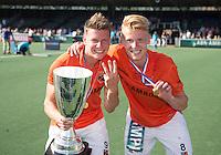 AMSTELVEEN -  Vreugde bij het team van OZ  . Jelle Galema van OZ en Joep de Mol van OZ.    Beslissende finalewedstrijd om het Nederlands kampioenschap hockey tussen de mannen van Amsterdam en Oranje Zwart (2-3). COPYRIGHT KOEN SUYK