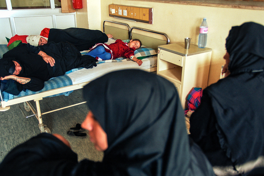 A young girl diagnosed with leukemia sleeps with family members at the Saddam Hussein children's hospital. Families from southern Iraq, the region most heavily affected by depleted uranium contamination, come to Baghdad for treatment.<br />