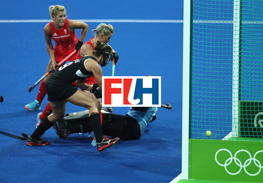 RIO DE JANEIRO, BRAZIL - AUGUST 17:  Alex Danson of Great Britain scores the opening goal during the Women's hockey semi final match betwen New Zealand and Great Britain on Day12 of the Rio 2016 Olympic Games at the Olympic Hockey Centre on August 17, 2016 in Rio de Janeiro, Brazil.  (Photo by David Rogers/Getty Images)