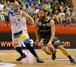 17.05.2015, Walfersamhalle, Kapfenberg, AUT, ABL, ece Bulls Kapfenberg vs magnofit Guessing Knights, 3. Semifinale, im Bild Ian Boylan (Kapfenberg) Todorov Kostov Chavdar (Guessing) // during the Austrian Basketball League, 3th semifinal, between ece Bulls Kapfenberg and magnofit Guessing Knights at the Sportscenter Walfersam, Kapfenberg, Austria o00000n 2015/05/17, EXPA Pictures © 2015, PhotoCredit: EXPA/ Dominik Angerer