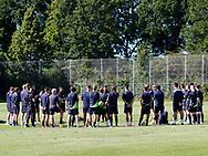 FODBOLD: Cheftræner Christian Lønstrup byder velkommen under træningen hos FC Helsingør den 4. juli 2017.. Foto: Claus Birch