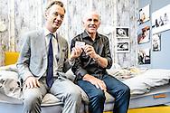 26-06-2015: Grande opening Hotel Heroique: Utrecht<br /> <br /> Tourwinnaar Joop Zoetemelk in zijn hotelkamer samen met Wim Pijbes, directeur van het Rijksmuseum<br /> <br /> Een grote tentoonstelling in het oude postkantoor aan de Neude, met werk van Utrechtse en buitenlandse schilders, kunstenaar Ruud Kuijer en een aantal bekende Nederlandse Tour fotografen.<br /> <br /> Het idee kwam van Jeroen Wielaert. De ras Utrechter werkt sinds 1986 als verslaggever in de Tour. Hij kent het nomadische leven van de ronde zeer goed. Het is altijd verhuizen naar andere steden, met elke keer een ander hotel elke keer met andere decoraties. De tentoonstelling toont het verhaal van die tocht, de helden, wat ze ervaren en tegenkomen.