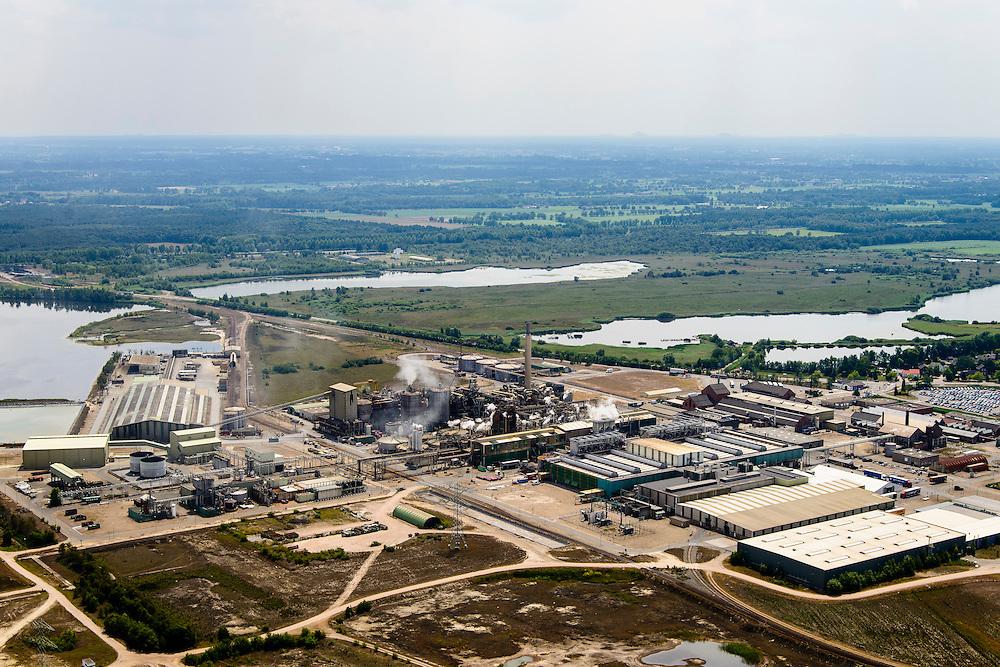 Nederland, Noord-Brabant, Gemeente Cranendonck, 26-06-2014; Loozerheide met de Zinkfabriek (Nyrstar Budel). Moorland with the zinc factory (Nyrstar Budel). <br /> luchtfoto (toeslag op standaard tarieven);<br /> aerial photo (additional fee required);<br /> copyright foto/photo Siebe Swart.