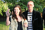 KATIE GRAND AND GILES DEACON, The Summer Party in association with Swarovski. Co-Chairs: Zaha Hadid and Dennis Hopper, Serpentine Gallery. London. 11 July 2007. <br /> -DO NOT ARCHIVE-© Copyright Photograph by Dafydd Jones. 248 Clapham Rd. London SW9 0PZ. Tel 0207 820 0771. www.dafjones.com.