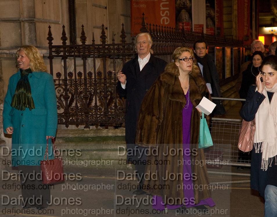 KEITH CARMICHAEL; SHELAGH JOHNSON, Patsy Kensit turns on Burlington Arcade Christmas Lights, Burlington Arcade, London, W1. 26 November 2008 *** Local Caption *** -DO NOT ARCHIVE -Copyright Photograph by Dafydd Jones. 248 Clapham Rd. London SW9 0PZ. Tel 0207 820 0771. www.dafjones.com