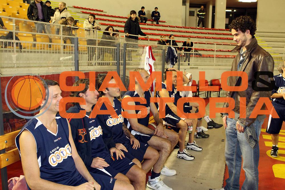DESCRIZIONE : Roma Virtus Lottomatica Roma e Nazionale Basket Artisti per Haiti<br /> GIOCATORE: Luca Vitali Enrico Silvestrin Antonello Riva<br /> SQUADRA : Nazionale Basket Artisti<br /> EVENTO : Campionato Lega A 2009-2010<br /> GARA :  <br /> DATA : 02/02/2010<br /> CATEGORIA : Ritratto<br /> SPORT : Pallacanestro<br /> AUTORE : Agenzia Ciamillo-Castoria/GiulioCiamillo<br /> Galleria : Lega Basket A 2009-2010 <br /> Fotonotizia : Roma Virtus Lottomatica Roma e Nazionale Basket Artisti per Haiti<br /> Predefinita :