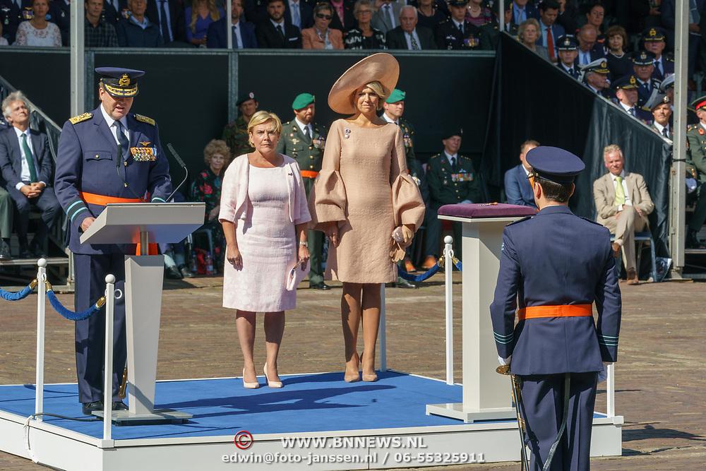 NLD/Den Haag/20180831 - Koninklijke Willems orde voor vlieger Roy de Ruiter, Minister van Defensie Ank Bijleveld en Koningin Maxima