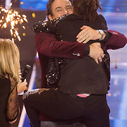 NLD/Hilversum/20131220 - Finale The Voice of Holland 2013, Marco Borsato en winnares Julia van der Toorn