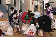 """arrival of new immigrants from Ethiopia, """"Falashmuras"""": Christians converted to Judaism  givaat amatos, Jerusalem  Israel     /// arrivee de nouveau amigrants  """"Falashmuras"""" d'Etiopie   givaat amatos, Jerusalem  Israel Chretiens  du Gundar en cours de conversion au judaisme descendant de la tribu de Dan  /// R00287/    L004319  /  P0007200"""