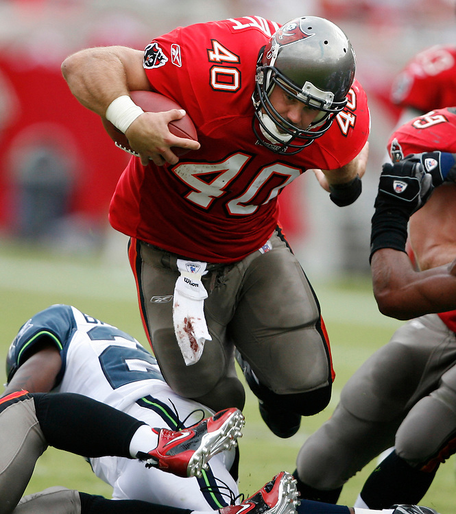 CAPTION: (Tampa 12/31/06) (photo 2 ) Mike Alstott gets a first down on 3rd and 1 in the fourth quarter off a 2-yard run during the Tampa Bay Buccaneers vs. Seattle Seahawks at Raymond James Stadium in Tampa Sunday (12/31/06)..BRENDAN FITTERER | Times.SUMMARY: Tampa Bay Buccaneers vs. Seattle Seahawks at Raymond James Stadium (12/31/2006)