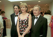 Charles Saatchi, Julia Peyton-Jones and Lord Palumbo30th Aniversary Gala Dinner, Serpentine Gallery.20 June 2000<br />© Copyright Photograph by Dafydd Jones 66 Stockwell Park Rd. London SW9 0DA Tel 020 7733 0108 www.dafjones.com