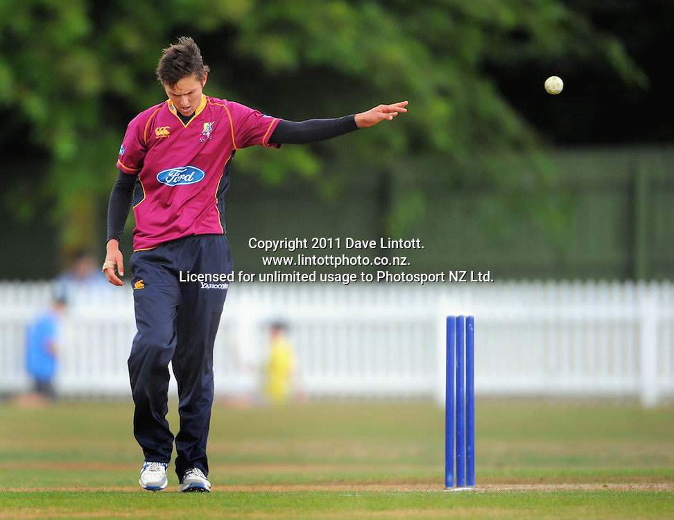 Knights bowler Trent Boult. One-day cricket - Central Stags v Northern Knights at Fitzherbert Park, Palmerston North, New Zealand on Wednesday, 12 January 2011. Photo: Dave Lintott / photosport.co.nz
