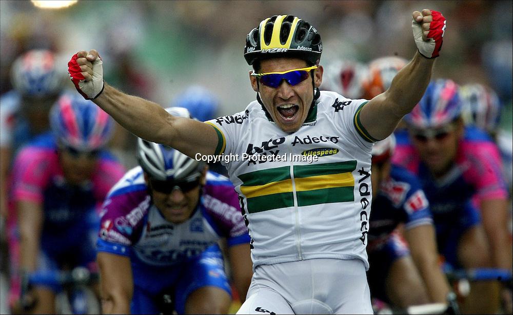 Reims, 9.7.2002: Tour de France. Vinner av 3. etappe av Tour de France, Robbie McEwen fra Australia... ..Foto: Daniel Sannum Lauten/Dagbladet *** Local Caption *** McEwen,Robbie