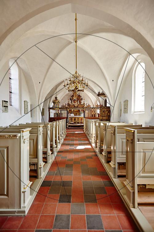 Stenløse Kirke efter restaurering, Nebel & Olesen Arkitekter, nyt gulv i kor, ny alterring, hovesskib
