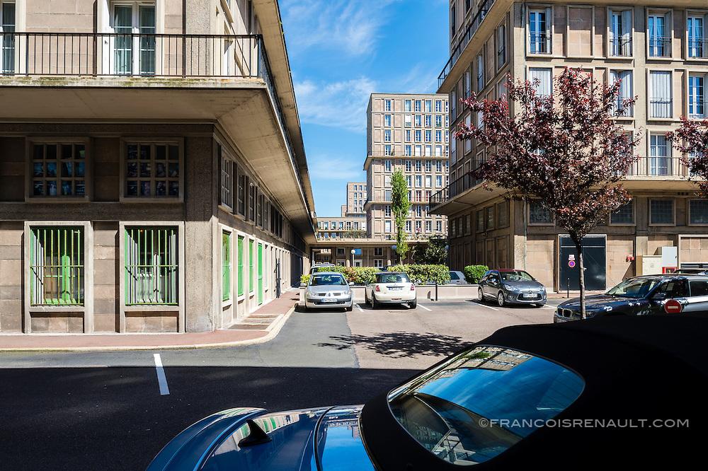 Le Havre centre ville. En grande partie d&eacute;truit pendant la Seconde Guerre mondiale, le centre-ville a &eacute;t&eacute; reconstruit d'apr&egrave;s les plans de l'atelier d'Auguste Perret entre 1945 et 1964, il est inscrit au patrimoine mondial de l'UNESCO depuis 2005.  <br /> <br /> <br /> Le Havre city center. Largely destroyed during the Second World War, the city was rebuilt according to the plans of the workshop of Auguste Perret between 1945 and 1964, he was listed as a World Heritage Site by UNESCO since 2005.