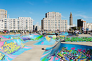 Le Havre, le skate park situé entre la Porte Océane et la plage / Le Havre, the skate park located between the Ocean Gate and the beach.